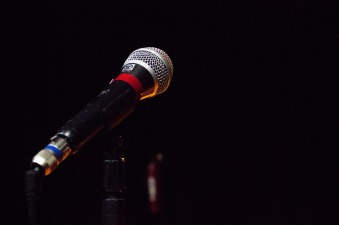 microphone-2021795_1280